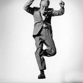 Jumpology-by-Philippe-Halsman-12-steichman-1955