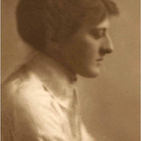 the-british-novelist-and-poet-mary-webb-around-1920-credit-dorothy-hicklin